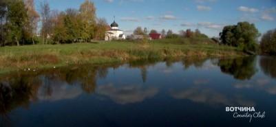 Река Колокша у крепостного вала.