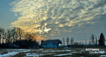 Закат целует облака. ЖД станция Бавлены.