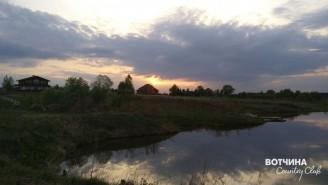 Наш поселок богат прудами с рыбой! Пляж для купания и отдыха! Пруды созданы по речке Кучка, которая протекает по вековому лесу и по нашему поселку. Подпитывается многочисленными родниками.