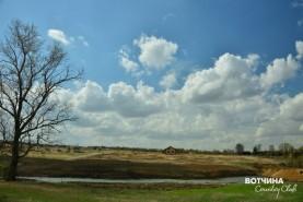 Небо стало синим-синим. Появились белые легкие облака, которые медленно плывут, не торопясь, любуются сверху нами. Весна идет!